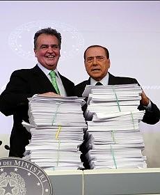 Calderoli e il falò delle vanità incendia le leggi per  autocelebrarsi