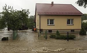 Inondazioni in Europa centrale, vittime e danni Corsa per salvare  gli archivi di Auschwitz