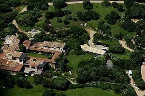 Villa Certosa, sì ai bungalow grazie al piano casa regionale