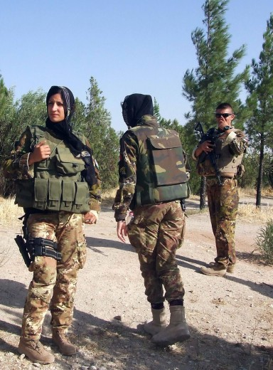 Il tenente col velo che parla alle donne di Herat