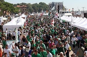 """""""Portavamo il tricolore a Venezia insultati dai leghisti, identificati dalla polizia"""""""