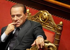 """I finiani: """"Il traditore è Berlusconi"""" Il Cavaliere riunisce i parlamentari"""