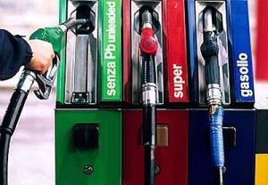 Benzina, record storico un litro costa 1,568 euro