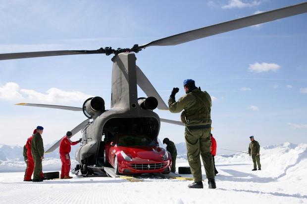 L'esercito trasporta le Ferrari