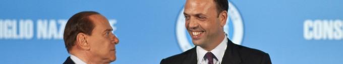 """Bossi: """"Silvio da parte, Alfano premier""""     - video        Opposizioni: """"In aula, ma non votiamo"""""""
