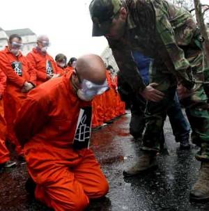 """Guantanamo, 10 anni di diritti calpestati abusi e torture nel recinto dei """"colpevoli"""""""