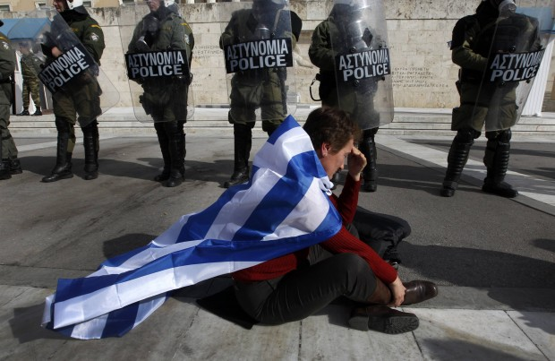 Crisi Grecia, il fotoracconto degli scontri ad Atene