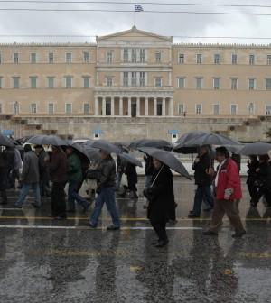"""Il debito della Grecia è """"spazzatura"""" Moody's abbassa il rating da CA a C"""