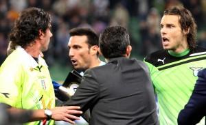 Scommesse, Genoa e Lazio Fischi dalla tribuna: che caos