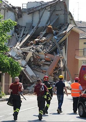Terremoto scossa di 58 al Nord Almeno 16 vittime un solo disperso  Diretta aggiornata alle