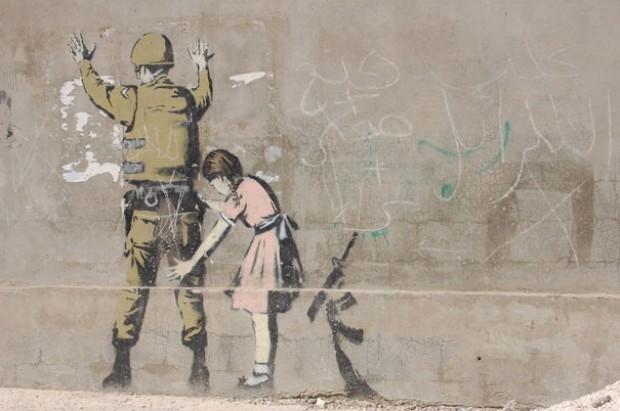 Stern colpisce ancora: così rivivono i graffiti di Banksy