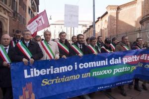 Legge stabilità, primo sì alla Camera ma i sindaci minacciano le dimissioni
