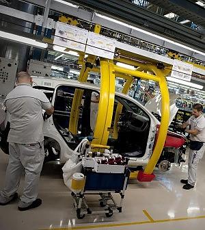 Fiat: stipendio, ma niente lavoro per i 19 operai Fiom di Pomigliano