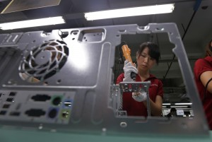 """Svolta in Cina, ok all'elezione dei sindacati Foxconn promette: """"Rappresentanti veri"""""""