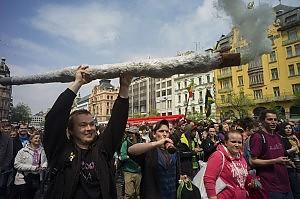 In marcia per 'liberare' la cannabis. Manifestazioni in tutto il mondo
