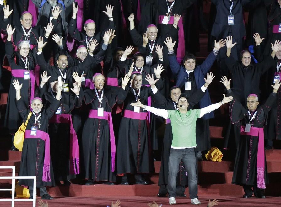 Brasile, flashmob storico alla Gmg: ballano anche i vescovi