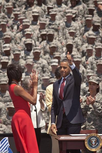 Michelle+Obama+President+Mrs+Obama+Visit+Troops+r08x1hV2L2Kl