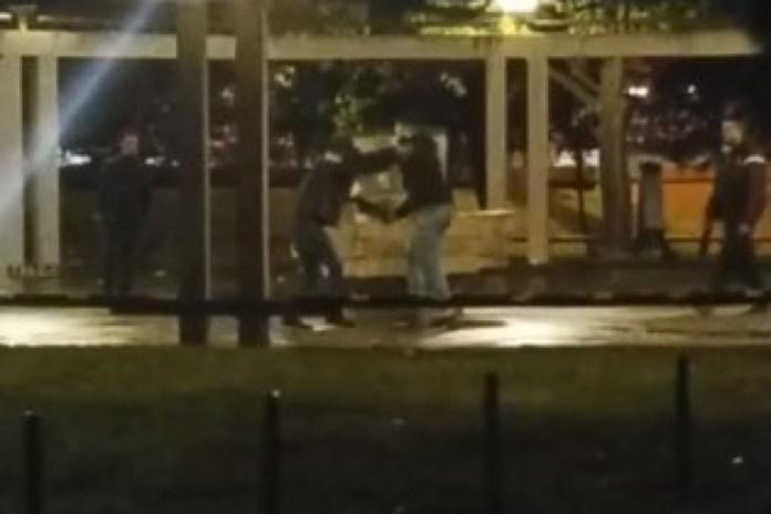 Republika / (UZNEMIRUJUĆI VIDEO) Beograd kao klanica: Migranti se izboli  noževima u parku kod autobuske stanice