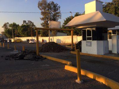 Bloquean de nueva cuenta estacionamiento de Plaza de las Américas