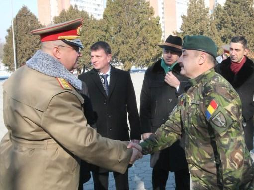 Seful Statului Major General il felicita pe noul comandant al Brigazii 6 Operatii Speciale Mihai Viteazul