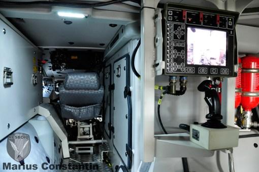 Patria AMV: Postul de pilotaj si consola de comanda a Protector RWS
