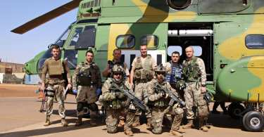 Militari romani din Detasamentul Carpathian Pumas dupa executarea primei misiuni reale in Mali