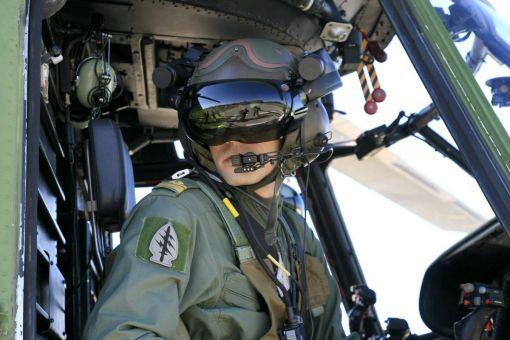 Pilot la bordul unui elicopter IAR-330 SOCAT - Baza 95 Aeriană Bacău, 2007 (© Cer Senin)