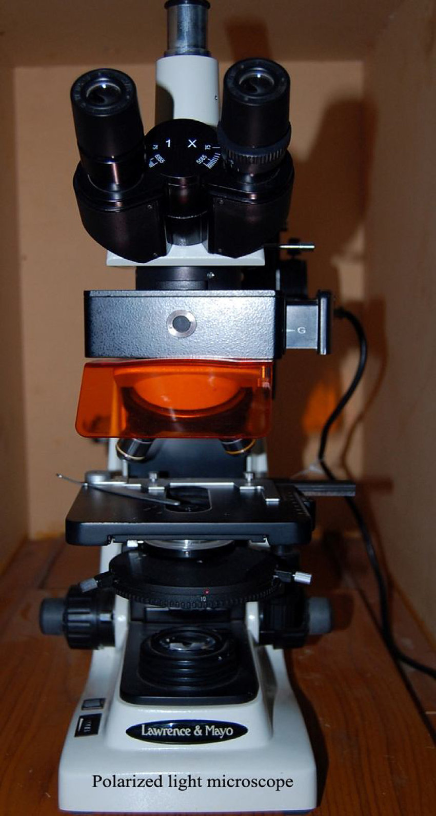 medium resolution of polarized light microscope used in the study