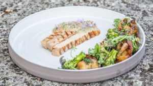 Kokkimaajoukkueen lautasella: Porsaan ulkofilee ja grillatut kasvikset