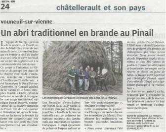 Un abri traditionnel en brande au Pinail, Nouvelle République