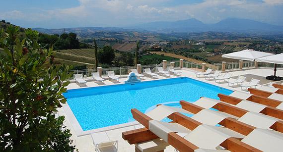 Residence Abruzzo sul mare con piscina  Incantea Resort Tortoreto