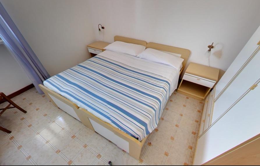 Appartamento Bilocale Camera da letto matrimoniale A, B e C