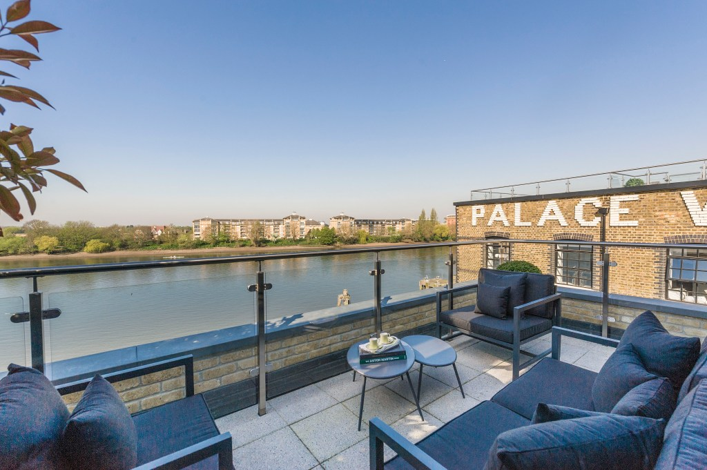 Palace Wharf Townhouse: Riverside luxury