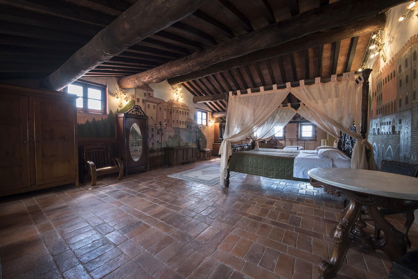 CASTELLO DI VALENZANO  Castello Subbiano Arezzo Toscana