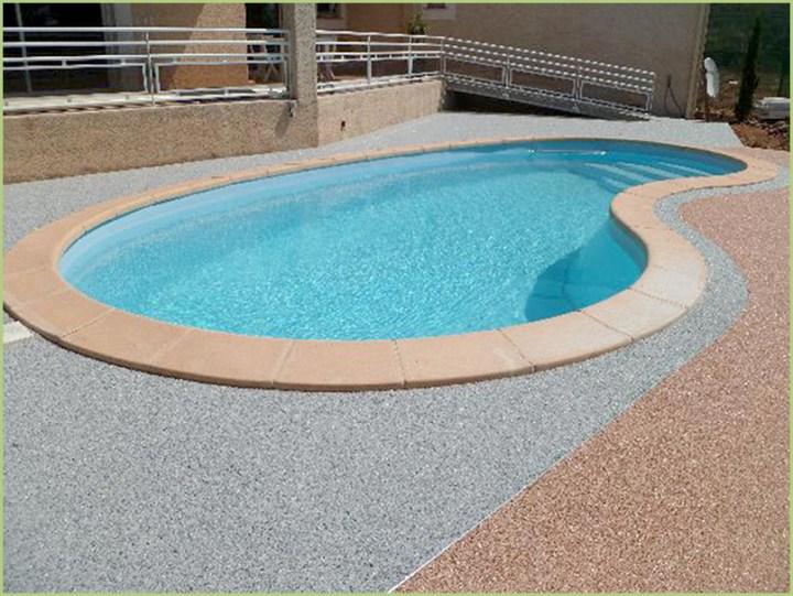 """Un pool """"fagiolo"""" e le spiagge di aggregati Marmi"""