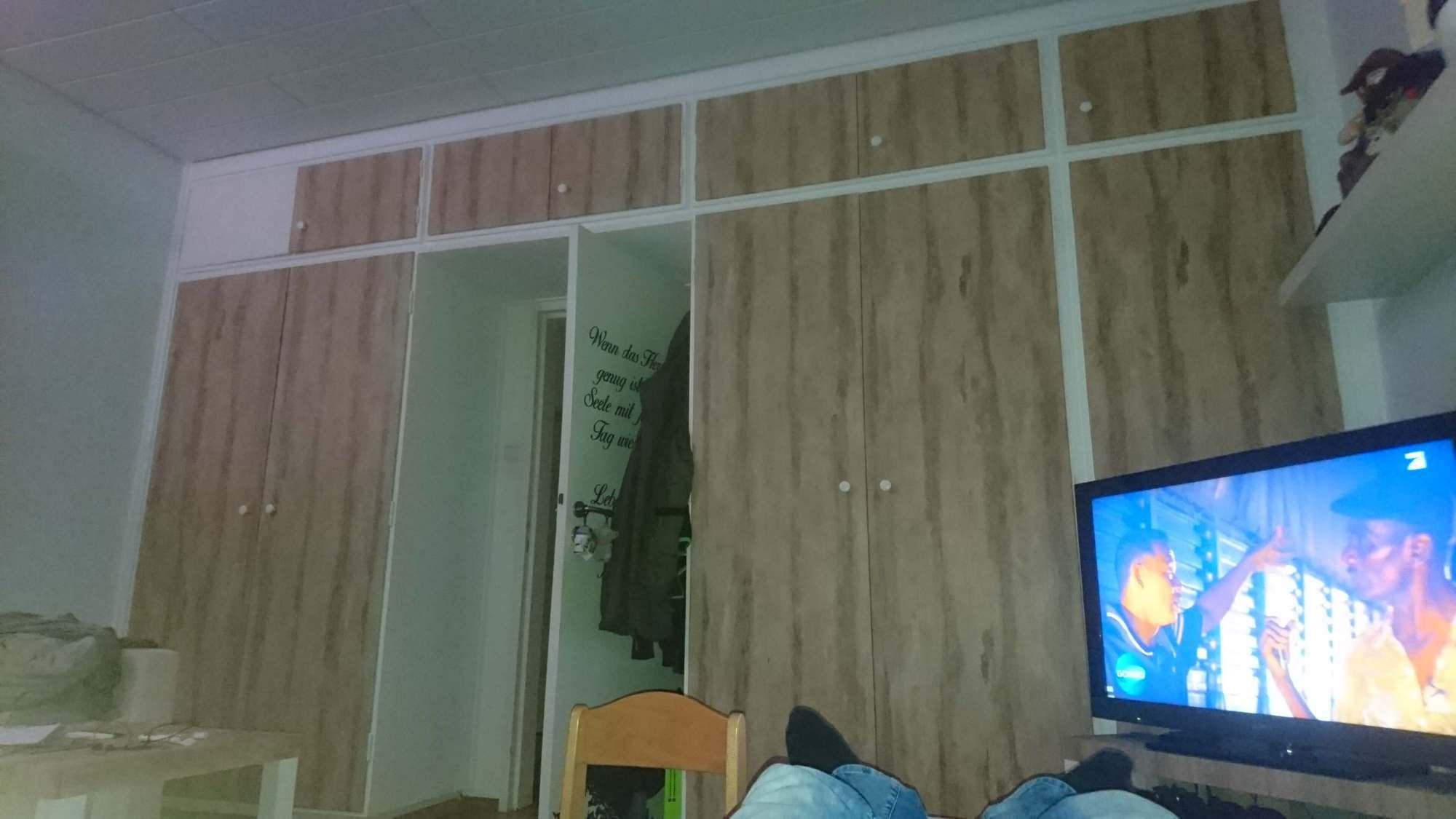 Schrank bekleben  Kleiderschrank  Folie in Holz  RESIMDO