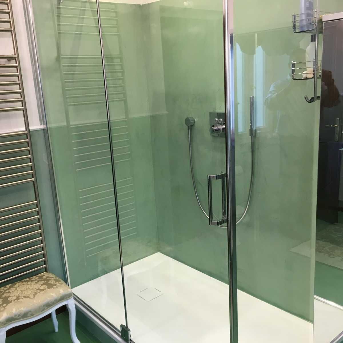 Bagno Verde in Resina e Microcemento  Roberto Fiato