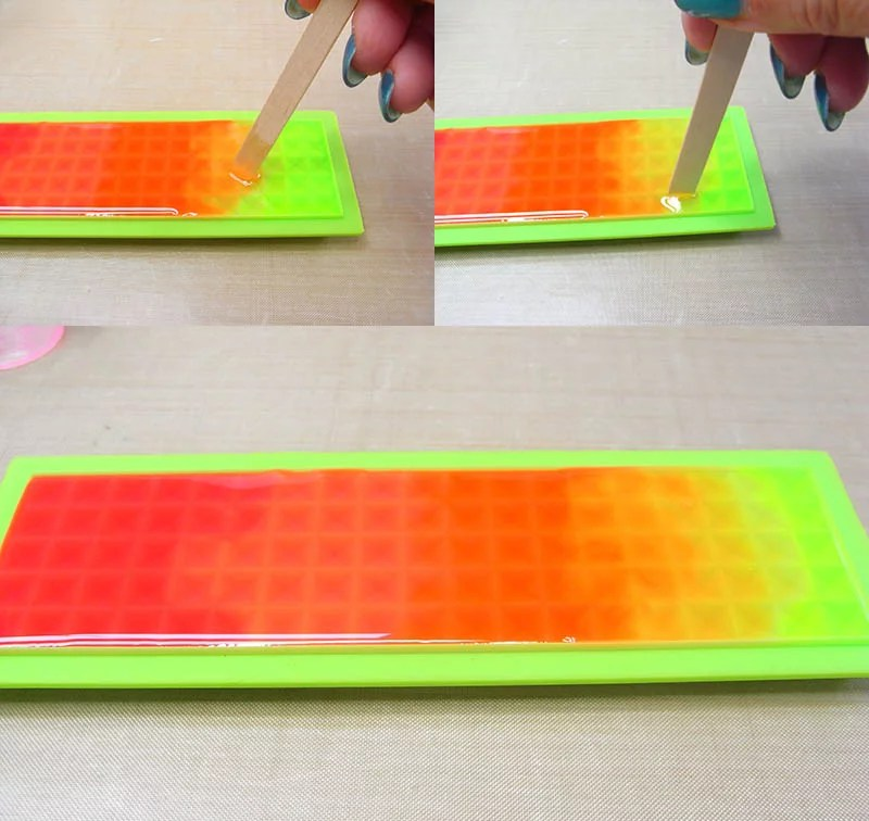 blend resin together to make ombre colors