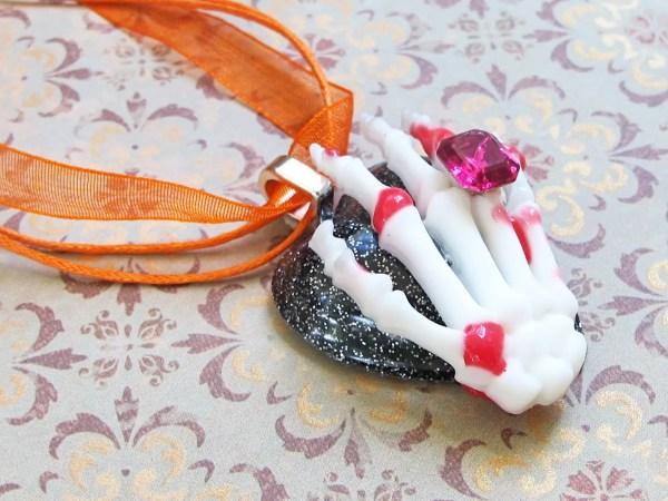 Halloween jewelry DIY