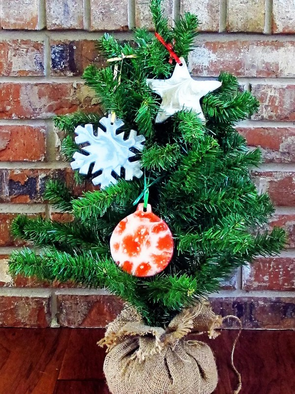 How to make your own resin DIY Christmas ornaments