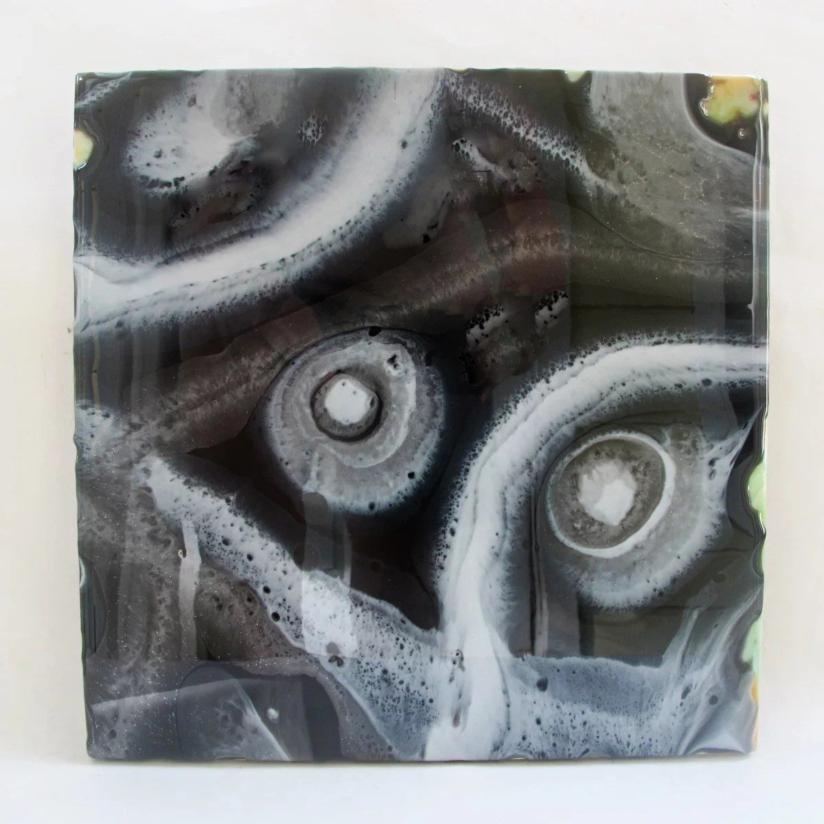resin painting direct pour white black silver