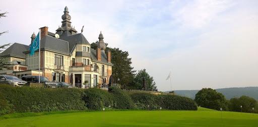 Club house du golf de Rougemont et son paysage époustouflant.
