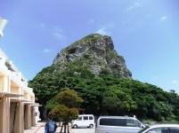中腹の展望台から見える城山 (タッチュー)