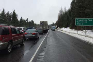 snoqualmie pass still closed