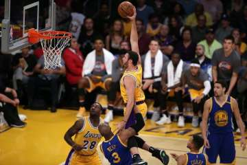 Lakers Larry Nance Jr dunk