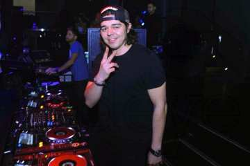 Max Vangeli Suspended from Twitter After Fight with Steve Aoki