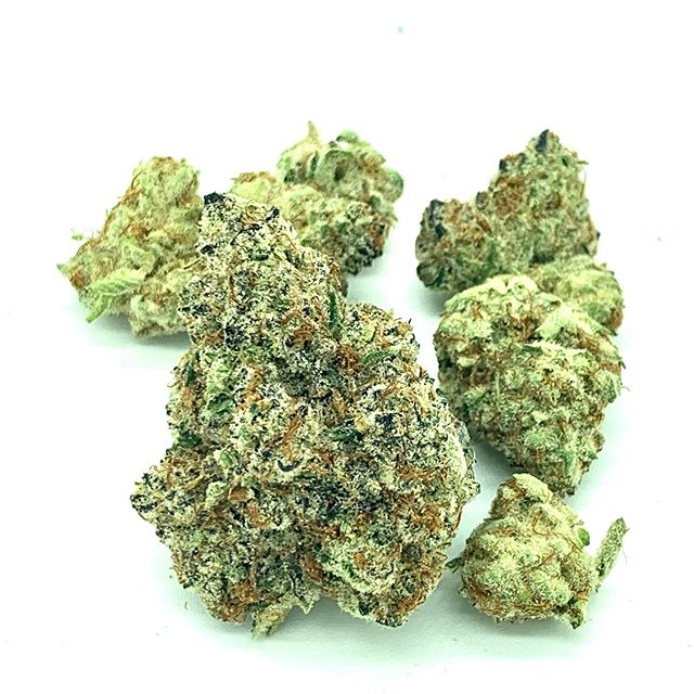 The Glow (Garlic Breath) Strain Review Featuring Hygge