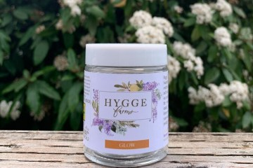 The Glow (Garlic Breath) Strain Review Featuring Hygge Farms