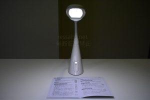 創和LEDデスクライト_夜間発光時写真