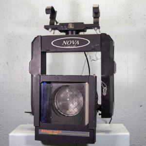 Fresnel 2 kw sur lyre NOVA avec changeur de couleur